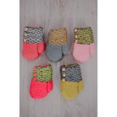 Варежки ясельные для девочки на шнурке